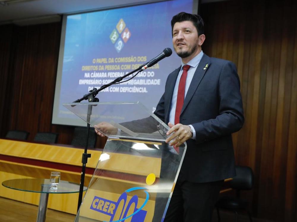 Imagem de Qualificação profissional é a chave para aumentar a inclusão de pessoas com deficiência, defende Glaustin