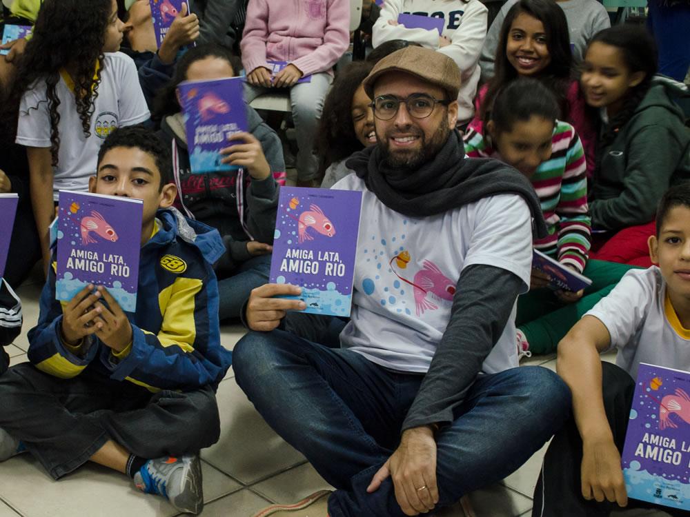 Imagem de Alunos de Rio Verde recebem 'Projeto Douradinho'