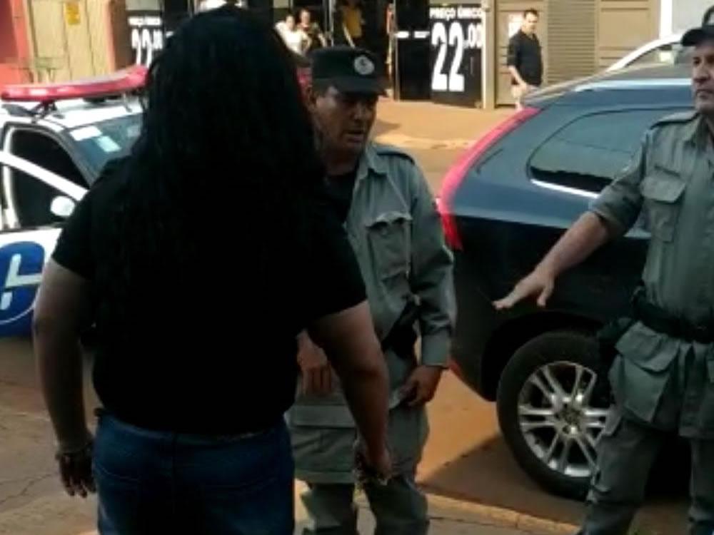 Imagem de Procuradora do município de Montividiu é presa após agredir advogado e vereadora da cidade