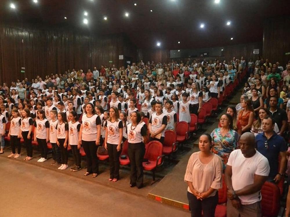 Imagem de 186 alunos receberam certificados de conclusão do PROERD, em Quirinópolis